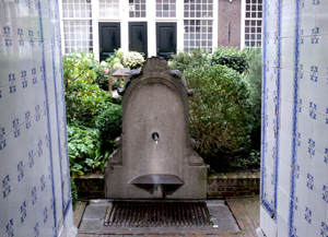 History Trips | Alms-house: Sint Andrieshofje