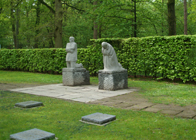 History Trips | Deutscher Soldatenfriedhof Vladslo | 'The Grieving Parents' by Käthe Kollwitz as a memorial to Kollwitz' son Peter